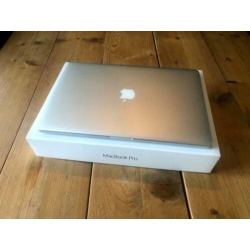 MacBook Pro 15 inch - 2.5Ghz Quad i7 SSD 512Gig + 2 opladers